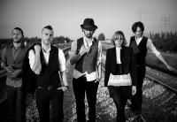 Asaf-Avidan-The-Mojos-Band Foto