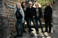 Saxon mit Video Premiere 'Queen Of Hearts'