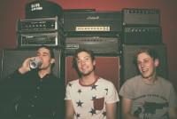 The Dirty Nil - Das kanadische Punkrocktrio brennt auf seinem Debüt alles nieder!