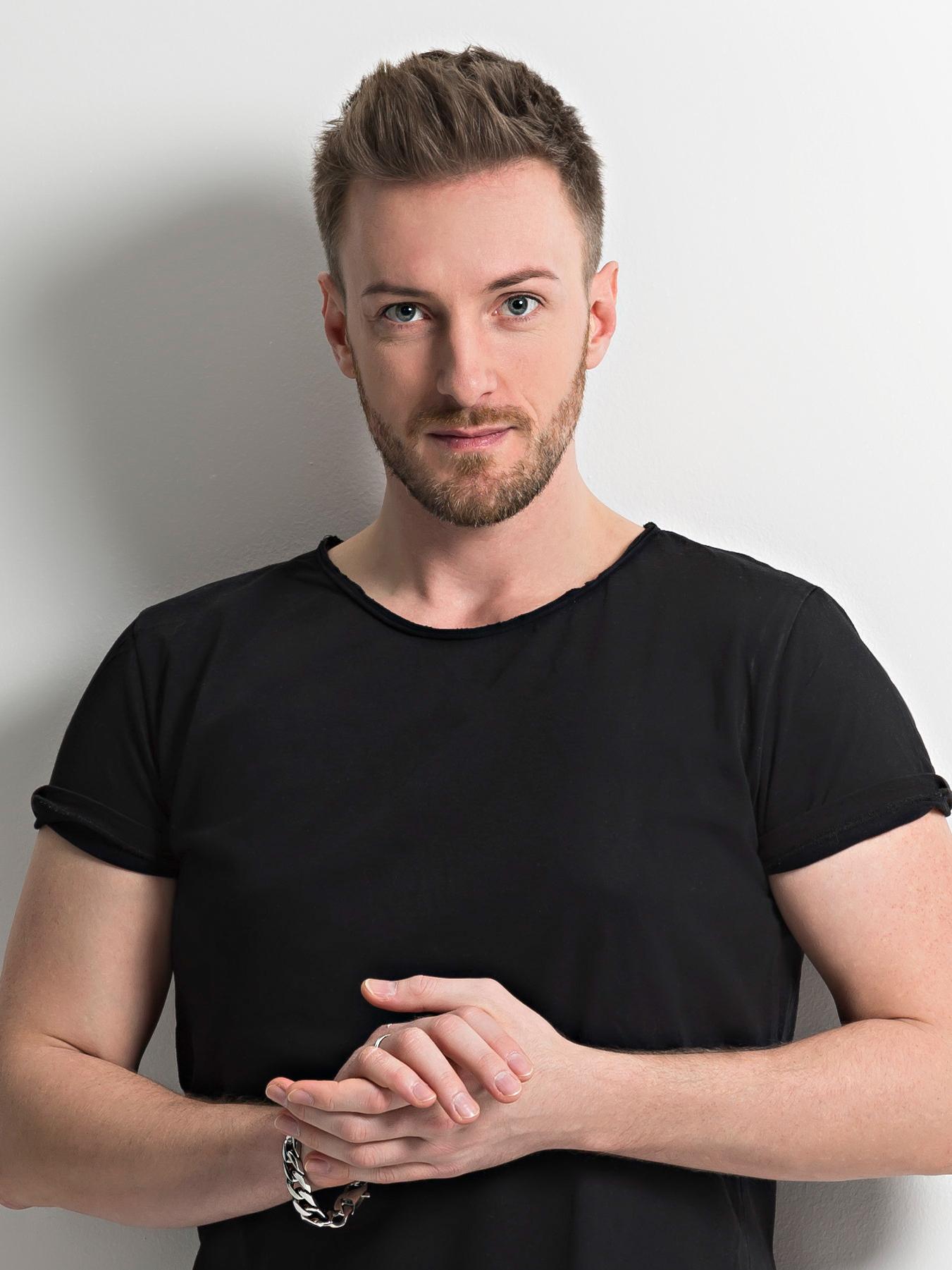 """JEROME stürmt mit seiner Single """"Light"""" die deutschen Charts"""