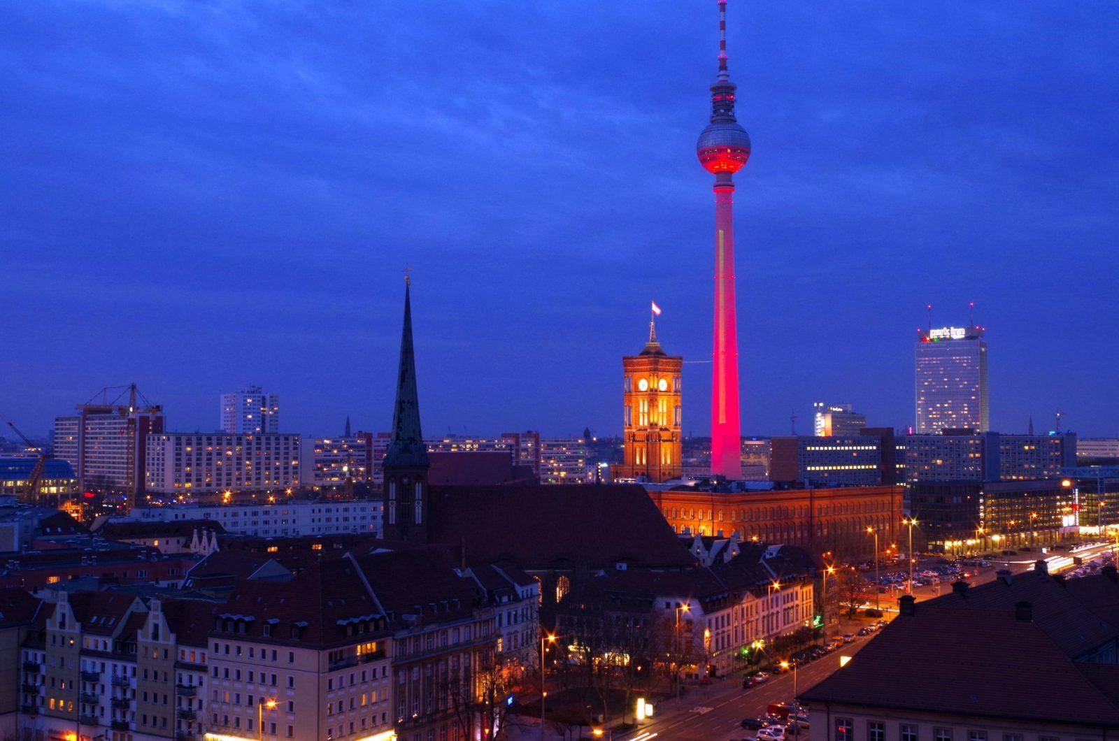 """""""Night of Light 2020"""": Deutschlands Veranstaltungswirtschaft errichtet mit über 3.000 Unterstützern ein riesiges Licht-Monument in mehr als 250 Städten"""